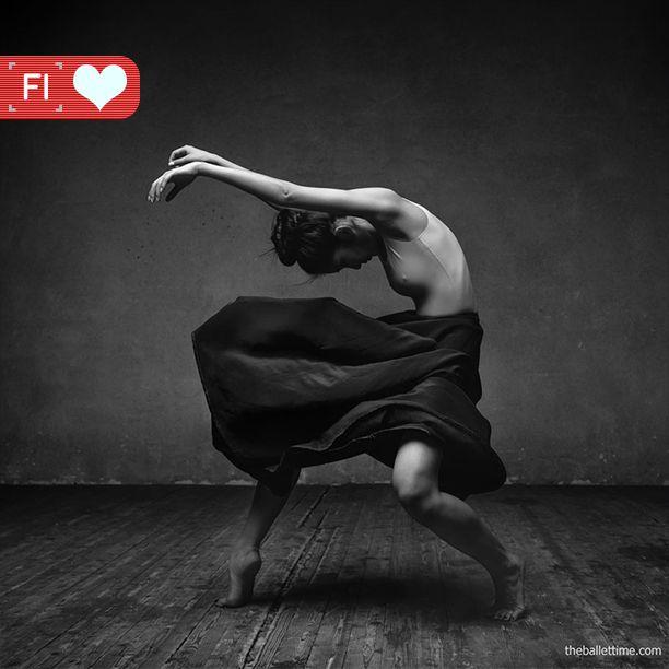 We love <3 de foto's van studio-dans fotograaf Alexander Yakovlev die tot leven komen door het toevoegen van dynamische elementen zoals exploderend bloem.  Bekijk zijn  werk: http://ayakovlev.com