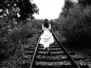 """""""…előfordul, hogy valaki hiába szeret, ha a másiktól fontosat kér, s nem kapja meg, boldogtalan lesz. Csak kér, és kér, és kér, de szavai elvesznek, s csak a tettek beszélhetnek. Ha a szívet sarokba szorítják, nem tud mit tenni, mint végső kiáltásként elmenni."""""""