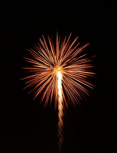 13. Distribuye la luz y la oscuridad como fuegos artificiales o el amanecer
