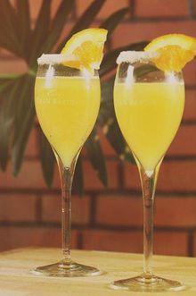 8 lekkere cocktails met cava CAVA NARANJADO 8 lekkere cocktails met cava © gf Ingrediënten: • Crushed ice • Sap van 1/4 sinaasappel • 1 fles Gran Barón Semi Seco Bereidingswijze: 1. Vul een longdrinkglas voor de helft met crushed ice 2. Giet het sinaasappelsap op het ijs 3. Vul het glas aan met koele cava