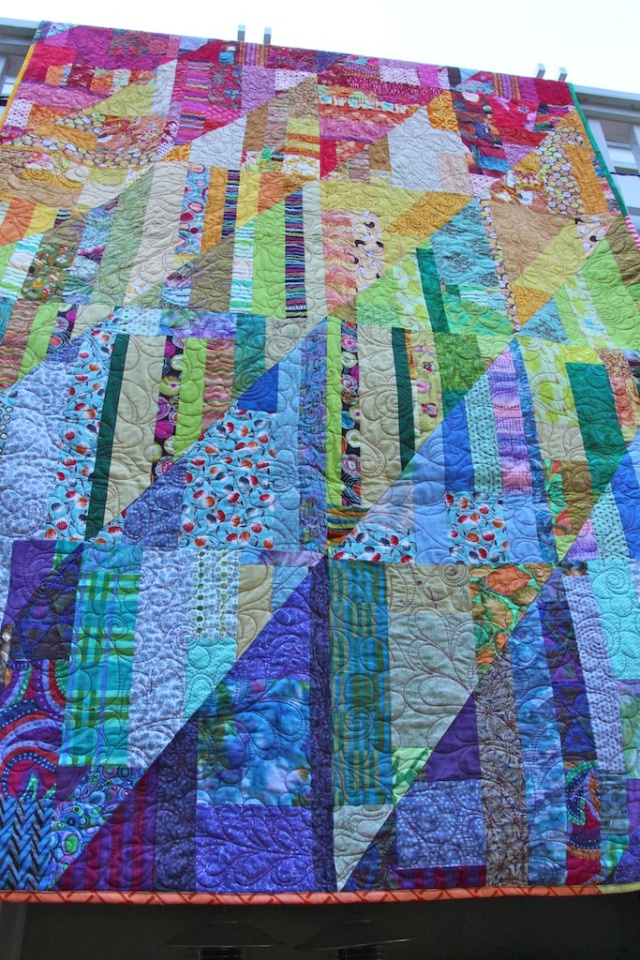Beautiful quilt - easy to make.  No tutorial at this link, but she tells exactly how she did it!