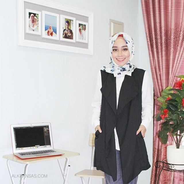 Maxi vest for Preppy hijab style