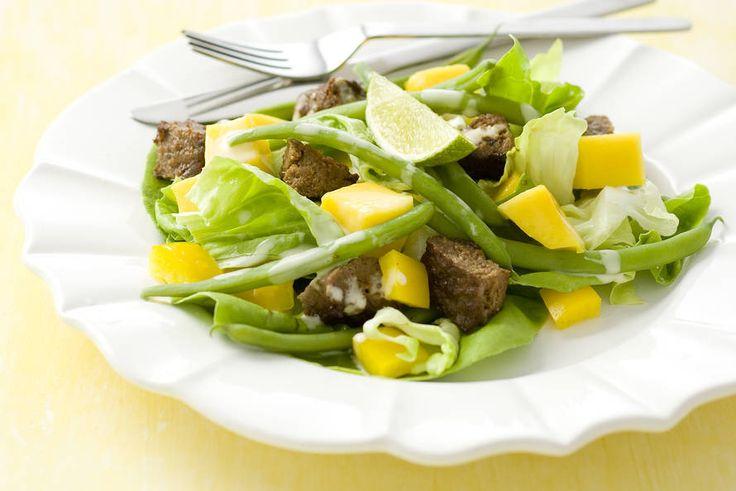 Kijk wat een lekker recept ik heb gevonden op Allerhande! Maaltijdsalade met mango en sperziebonen