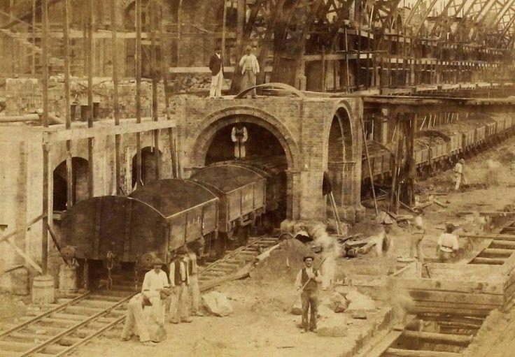 Histórica foto da construção da Estação da Luz, SP, em 1899: