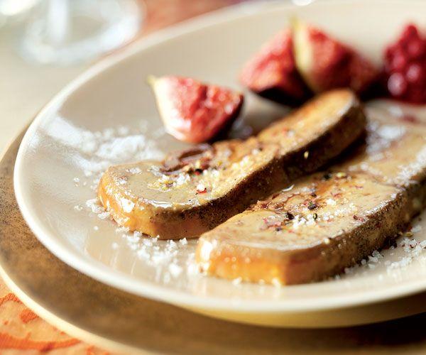 Pour les fêtes, cuisinez notre recette gourmande du foie gras poêlé. À déguster en entrée ou en plat, il fera l'unanimité auprès de vos convives.
