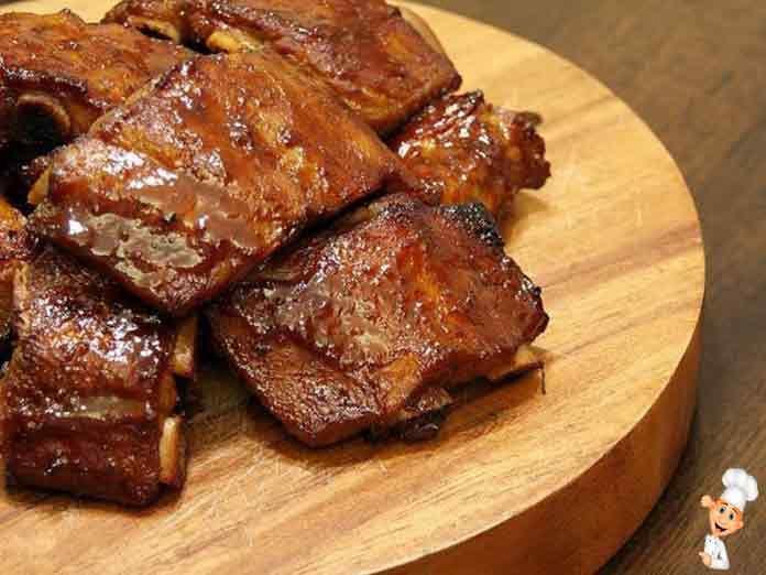 Свиные ребрышки в духовке с медом прекрасно подойдут даже к праздничному столу! Порадуйте близких и гостей, приготовив свиные ребрышки с медом по этому рецепту.