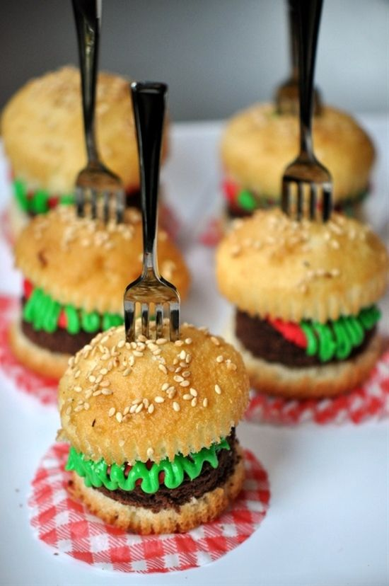 I've made these before for my son Brandon but I like the touch of the mini forks...saw some at Walmart just yesterday'Mini Hamburger Cupcakes #chillingrillin