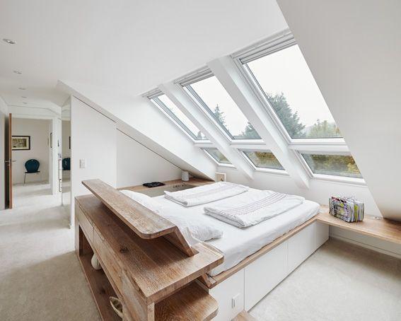 Dachgeschoss, Schlafen unter Sternen, Dachfenster, Bett aus Holz, Schlafzimmer