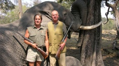 El rey operado de la cadera tras caerse en Botswana cazando elefantes. ¡Bien hecho!