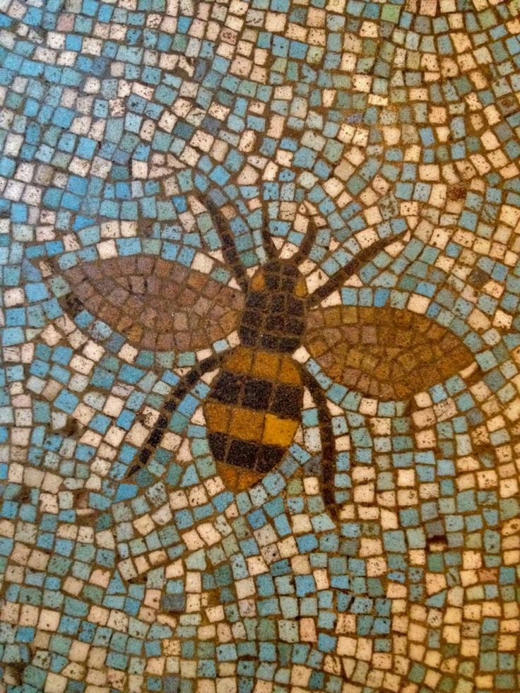 Bee Want This In The Entry Way Mosaic Art Bee Art