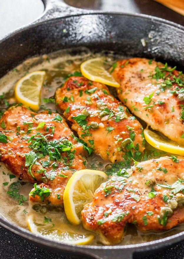 Piccata de pollo al limón | 23 Cenas fáciles de hacer que te harán ver como un experto
