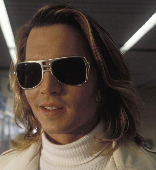 Filmsterren en zonnebrillen, een combinatie die zowel in als buiten de film veel voorkomt ;-) Maar wie weet welke filmster dit is?