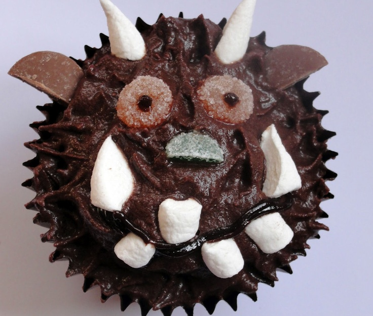 Make and Bake a Gruffalo Cake: Recipe and instructions to make and decorate an individual Gruffalo cake