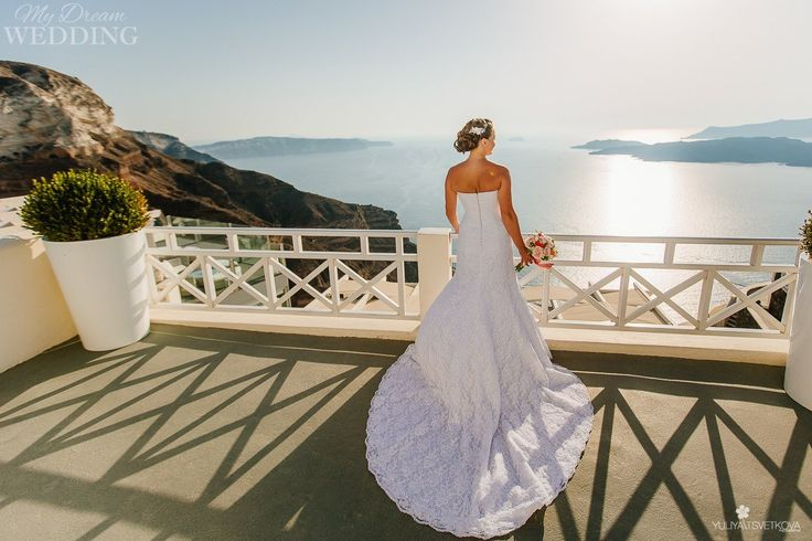 Bride Elena and amazing Santorini