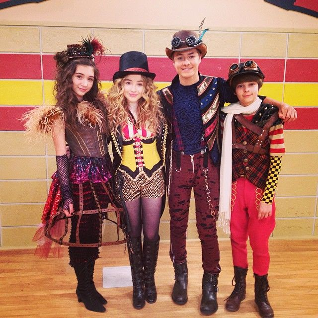 Steampunk circus halloween on #girlmeetsworld More on the Girl Meets World steampunk costumes here: http://blogs.disney.com/disney-style/fashion/2014/10/14/get-the-inside-scoop-on-those-amazing-halloween-costumes-from-girl-meets-world/