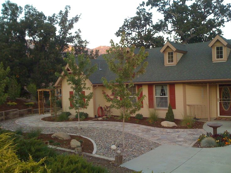 Best 25 zero scape ideas only on pinterest for Low water front yard ideas