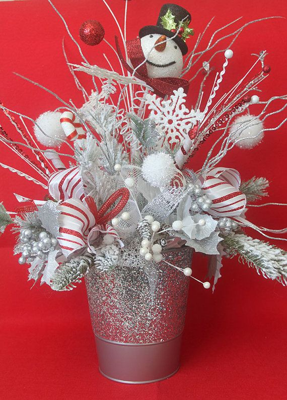 This extra large Snowman Christmas arrangement features a snowman winter theme so your Christmas arrangement will make a stylish accent to your holiday