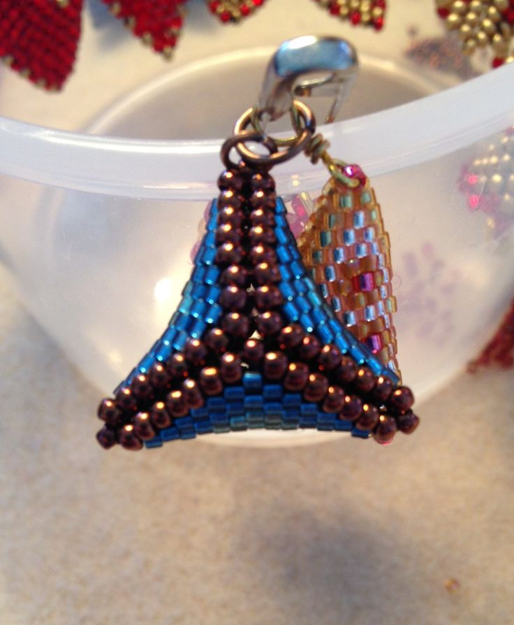 3D peyote triangles, 11/0 delica beads
