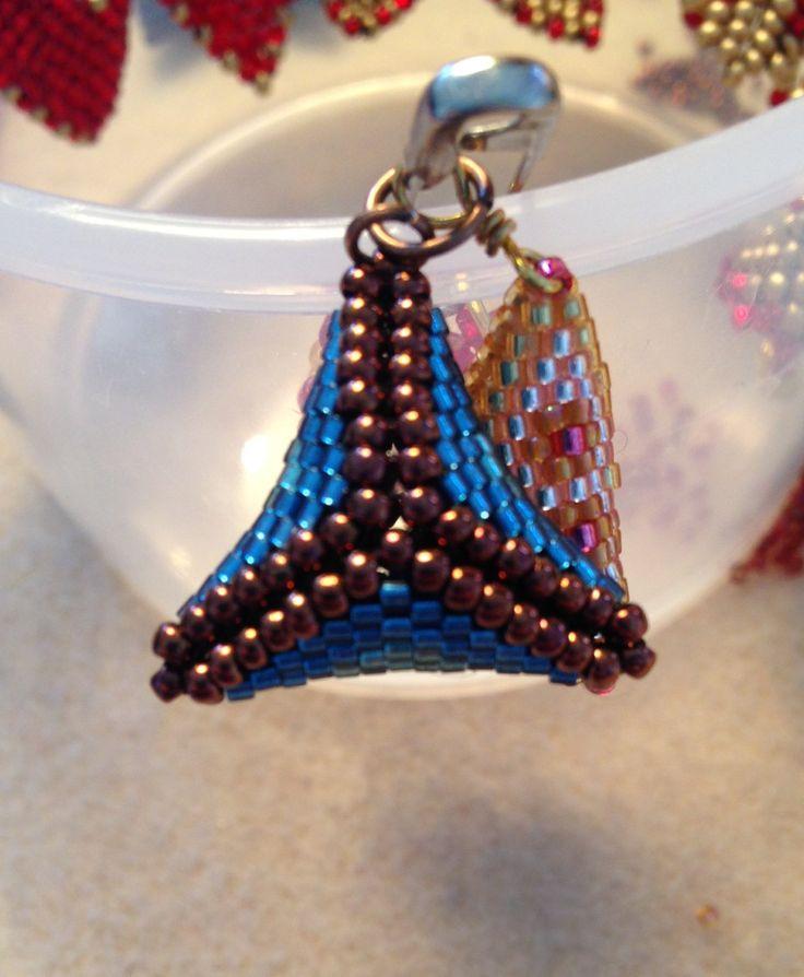 3D peyote triangles, 11/0 delica beads