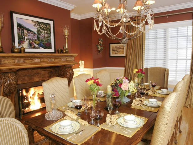 BEAUTIFUL AMENITIES FOR TRADITIONAL DINING