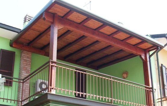 Copri terrazzo ad una falda, montato al primo piano, linea