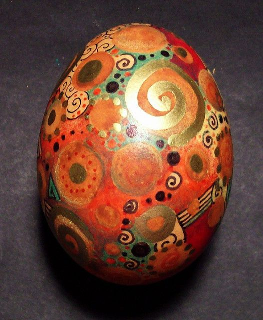 Swirly painted egg 1 by MandarinMoon . flickr.com