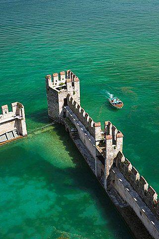 Lago De Garda Sirmione Castello Scaligero Vista Del Foso Del Castillo