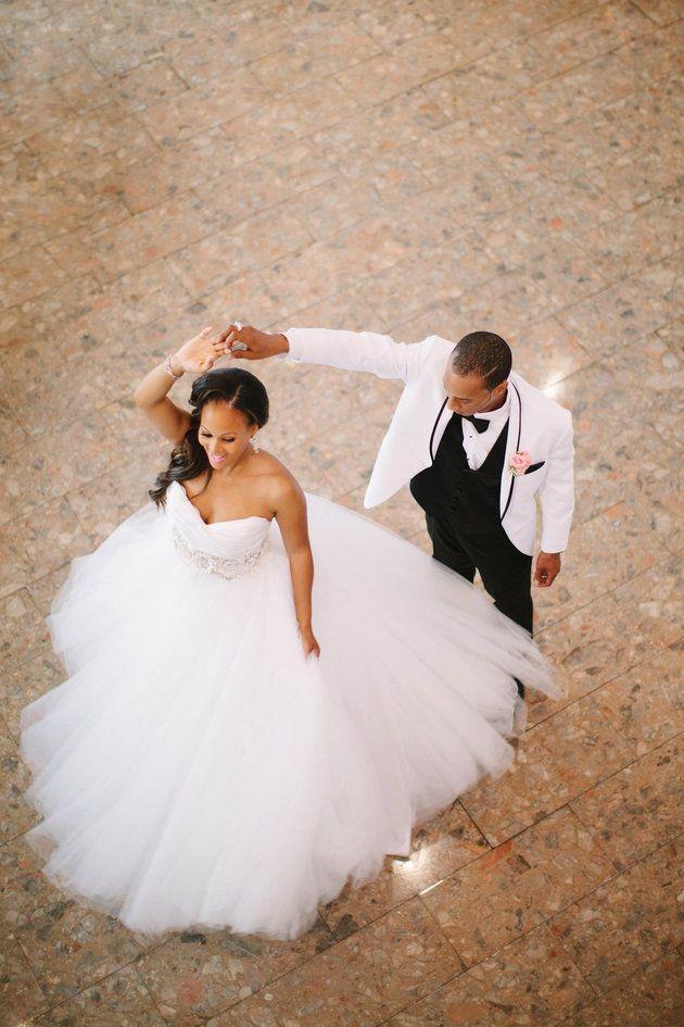 27 First Dance Wedding Photos That Radiate Romance