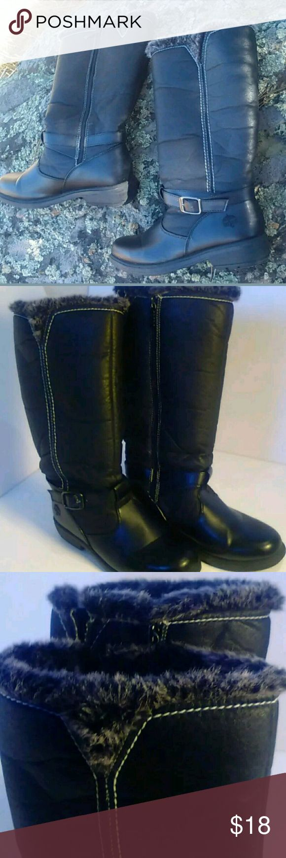 Totes winter boots with fur trim Like new with very minor signs of wear. Insulated and waterproof. Totes Shoes Winter & Rain Boots
