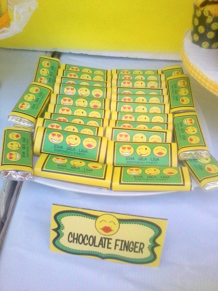 Chocolate label kitkat happy smile