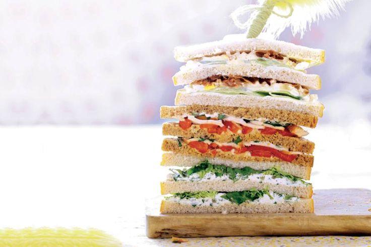 Kijk wat een lekker recept ik heb gevonden op Allerhande! Sandwich eiersalade, komkommer en bacon