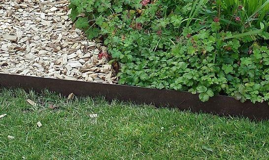 Kantstål obehandlad , rostig . Kan användas som rabattkant eller avskiljare mellan grusgången och gräsmattan. Enkel montering. Köp av 60 st ger 15% rabatt!
