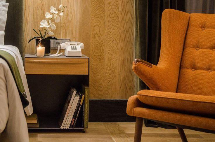 Room details, Papa Bear chair.