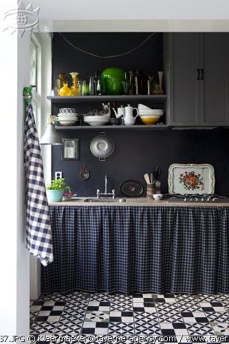 black/grey kitchen