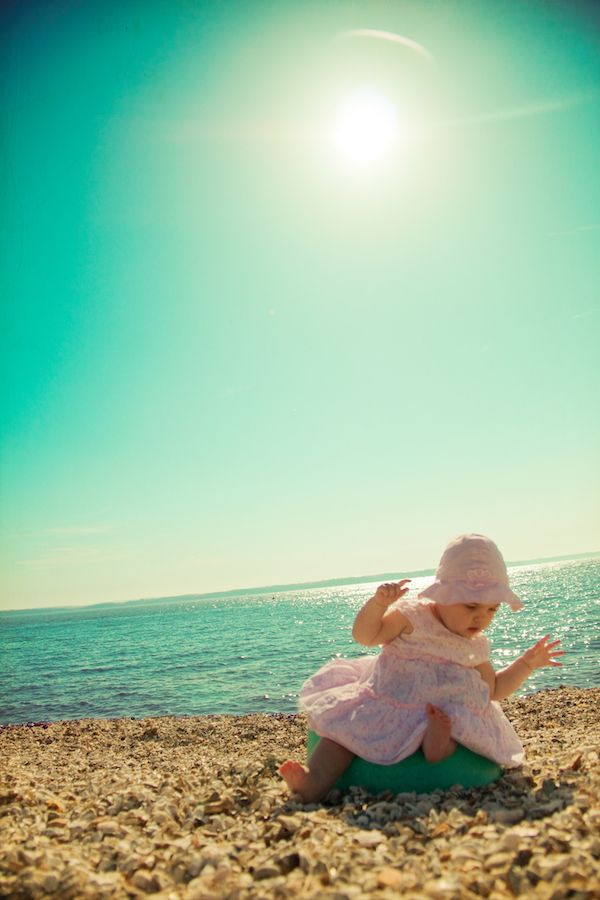 Fantastic tips for shooting bravely in the sun.Shoots Brave, Beach Baby Photo Ideas, Beach Photography In The Sun, Baby Beach Pictures, Baby Beach Photo Ideas, Photo Tips, Beach Photography Tips, Baby Beach Photography, Photography Tutorials