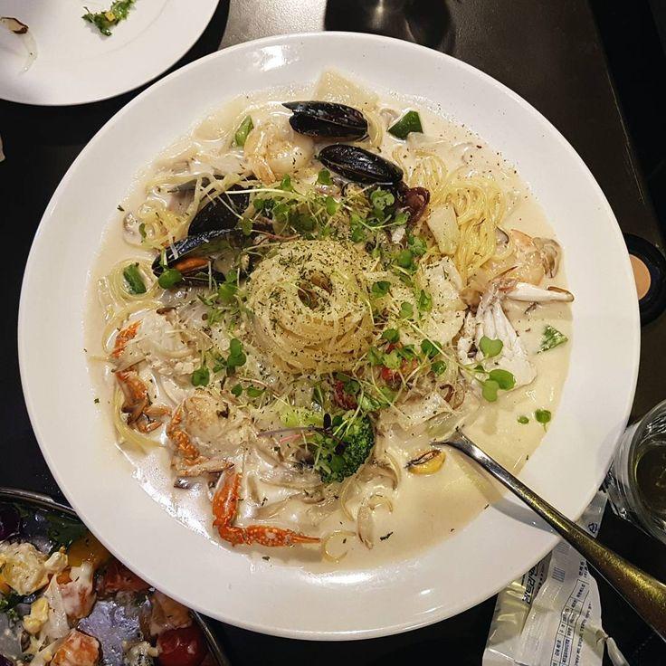 해물이 많이 들어가있는 것처럼 보이는 크림국수 냠냠 #pasta#스파게티#spaghetti#mussel#crab#dinner#seafood#cream#clam#meal#foodporn#파스타#italianfood#diet#spice#prawn#noodle#국수#food#크림#mushroom#squid#shrimp#italian#해물#dish#healthfood#dieter#맛집#herb