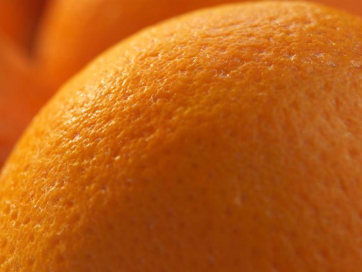 La buccia d'arancia. Un bene per un frutto ma un nemico temuto dalle donne (e anche dagli uomini)! Sai che la cellulite va eliminata dall'interno?