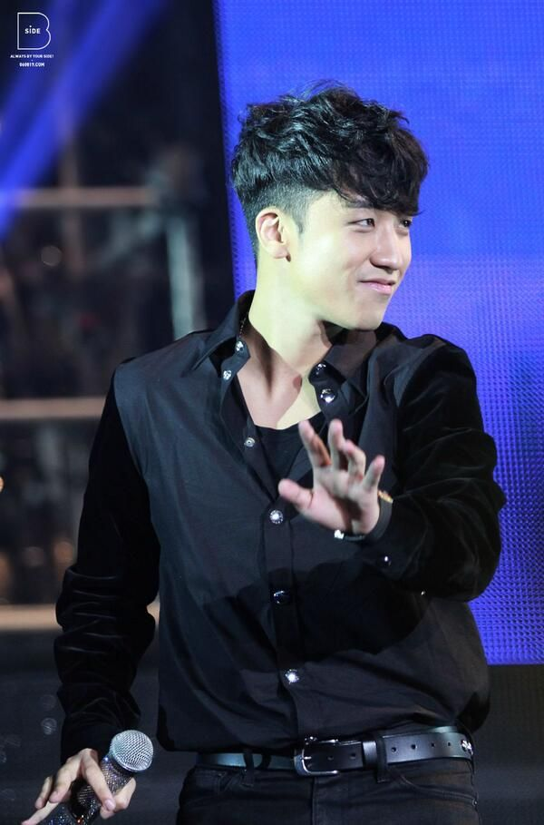 Cute Riri.... LOVEEEE his hair!