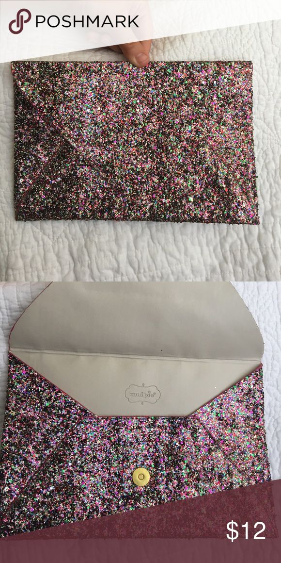 Sparkly Clutch This adorable Mudpie clutch is the perfect statement piece for a night out!  It's never been used and in perfect condition from a smoke free home. Mud Pie Bags Clutches & Wristlets