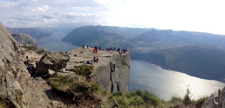 Cooles Reiseziel in Norwegen - alle Bilder auf http://www.thoringi.info/preikestolen-atemberaubende-naturschoenheit-fjord/