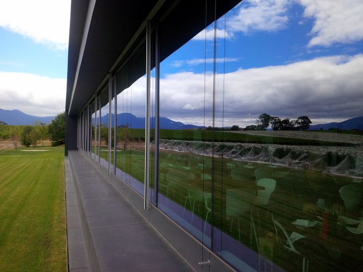 Oakridge Wineries newly opened restaurant and tasting area looks great