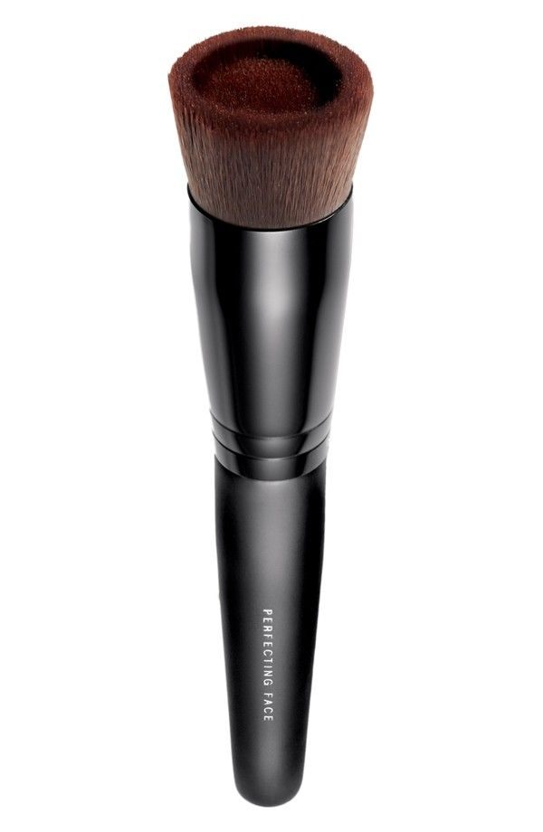 For no-mess foundation application: Drop 1-2 drops of foundation into this brush reservoir. Buff onto skin in circular motions.