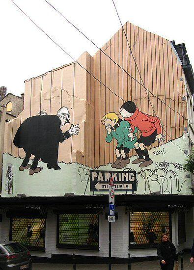 """*Mur BD Quick & Flupke   Hergé   Bruxelles Pentagone La fresque avec les """"ketjes"""" de Bruxelles, """"Quick & Flupke"""" par Hergé, fut inaugurée le 17 août 1995. Sa superficie est d'environ 150 m². Réalisation de Georges Oreopoulos et David Vandegeerde de la société """"Art Mural""""."""