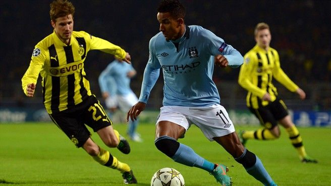 Oliver Kirch (L) of Borussia Dortmund challenges Scott Sinclair of Manchester City FC during their UEFA Champions League group stage match  ©Getty Images