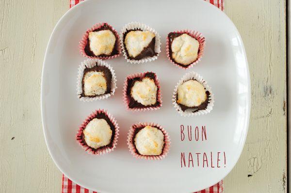 Simona'sKitchen: Amaretti al Cocco e Cioccolato Fondente su #GrouponMag