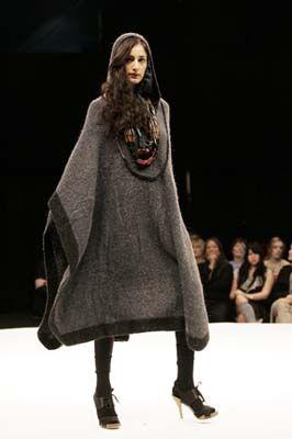 JOANNE HYNES AW06 #Hand knit poncho #runway