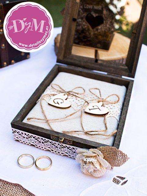 Caja  rústica para anillos de boda personalizados en corazones de madera con la…