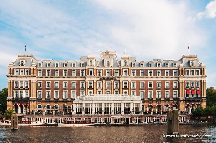 How cute is the Amstel hotel in Amsterdam? My friend says it reminds her of the Grand Budapest Hotel. I've never been inside but it looks majestic from the water-- a view you can only get from renting a boat with Mokumboot. Yes little known fact that my friends are always surprised when visiting-- you can rent your own boat here! Link in bio about my experience boating with 3 different companies and 2 (tourist trap) canal cruises. @mokumboot_amsterdam_boat_rent #amsterdam #amsterdamcanals…