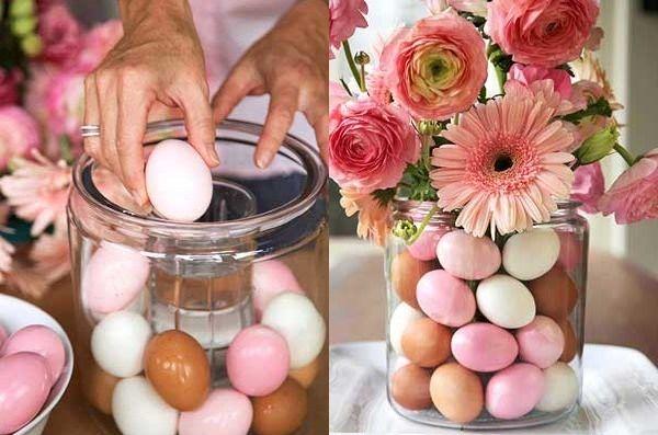 Χρησιμοποίησε μία μεγάλη γυάλα για να στολίσεις τα βαμμένα αυγά. Στο εσωτερικό μπορείς να βάλεις ένα μικρότερο βάζο με αγριολούλουδα της εποχής και να φτιάξεις μία εντυπωσιακή σύνθεση. #Easter