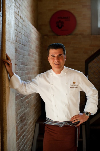 Michael Chiarello. He's an expert in the art of easy entertaining and Italian cuisine. #italianchef #italiancooking #italiansknowtheirflavors | donpepino.com